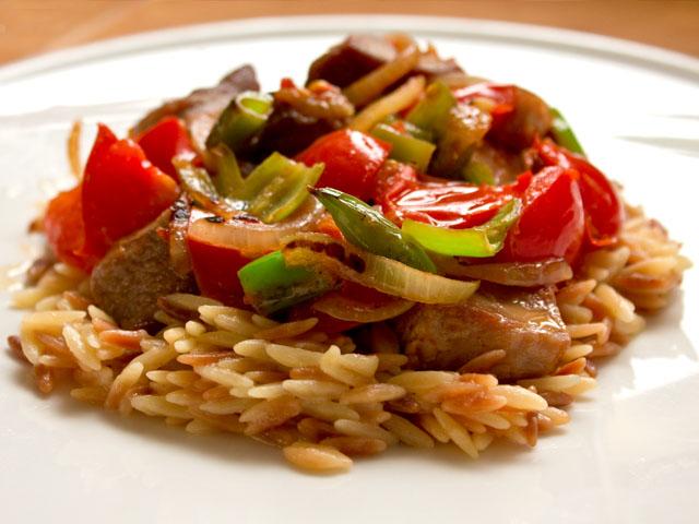 Rindfleisch mit Reis und Gemüse